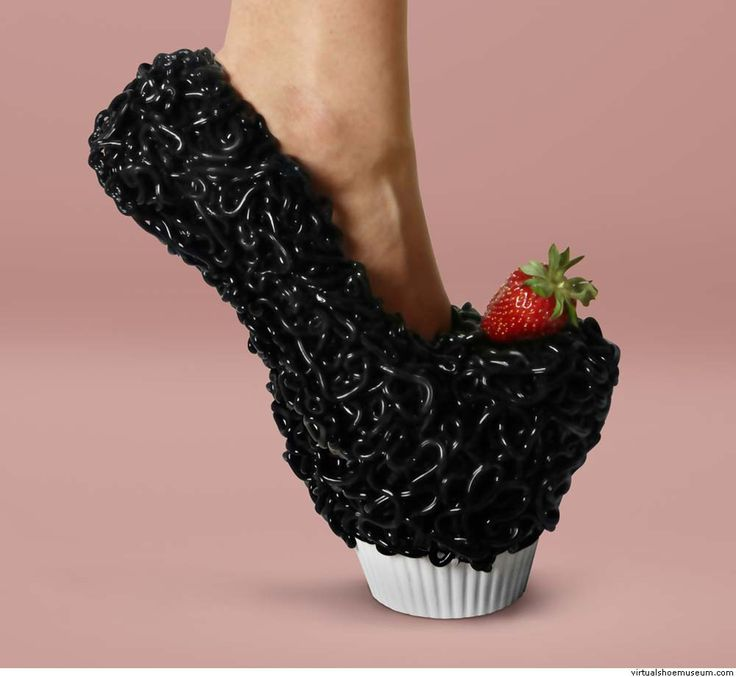 Safa Şahin. Collection fall/winter 2013-2014...the flies have landed on my cupcake...