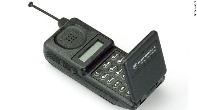 The Motorola MicroTAC Classic was released in 1991 and modeled after 1989's MicroTAC 9800x, which sold for up to 3,495 Dollars.