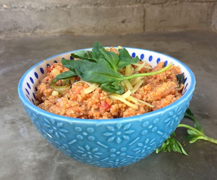 Quinoto de Tomate y Albahaca, delicioso fresco y sabroso, se puede usar como plato principal o acompañamiento.