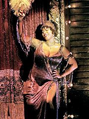 Queen Latifah  portrayed 'Matron Mamma Morton', and received an Oscar nomination for this role in the 2002  'CHICAGO'  movie.