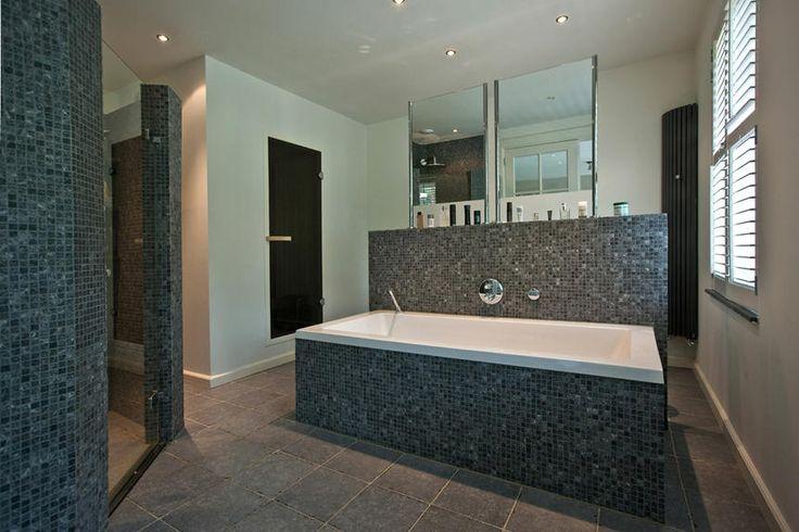Villabouw badkamer met ligbad bathroom pinterest tes villas and met - Moderne badkamer met ligbad ...