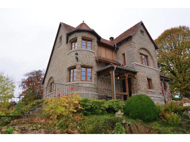 Einzigartige Villa in Vöhl für 12 Personen mit antiken Möbeln, liebevoller Architektur und Kamin sowie Gartenkamin.