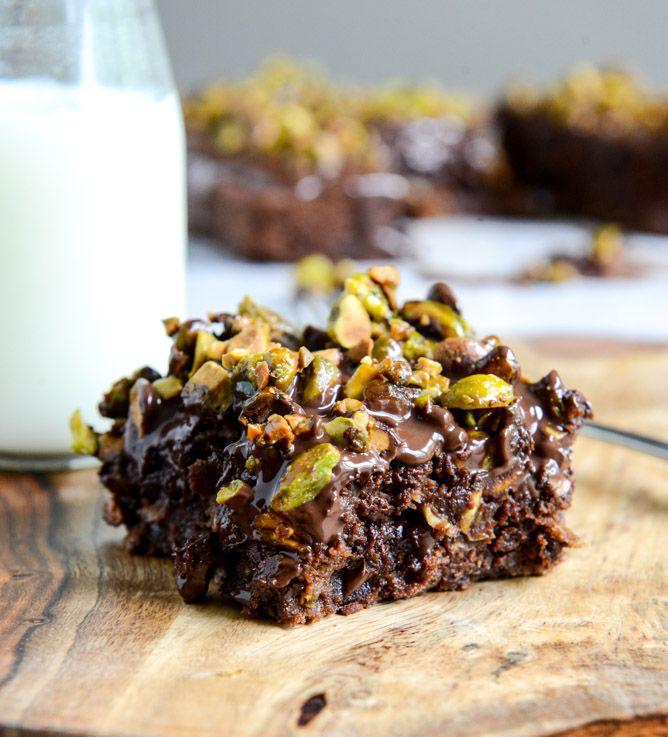 Whole Wheat Chocolate Fudge Zucchini Snack Cake with Candied Pistachios I howsweeteats.com