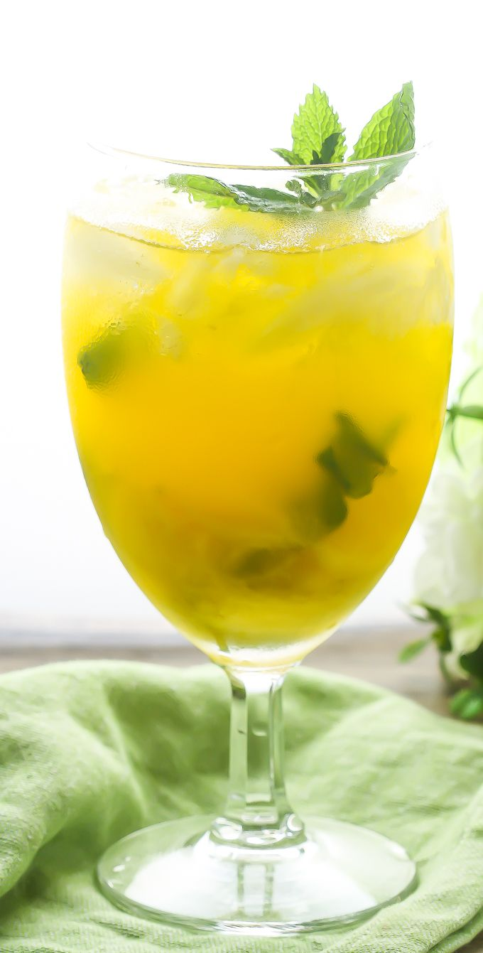 195 best happy hour food drink images on pinterest for Light cocktails with vodka