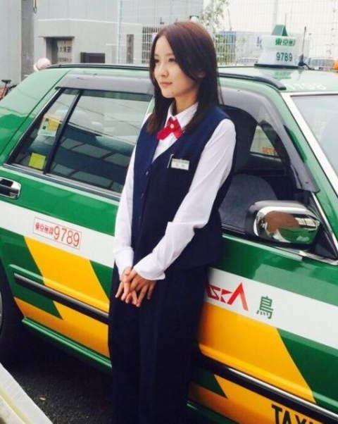 美人すぎるタクシードライバーとして話題の生田佳那(24)さんが水着姿を初披露 - にゅーとぴ
