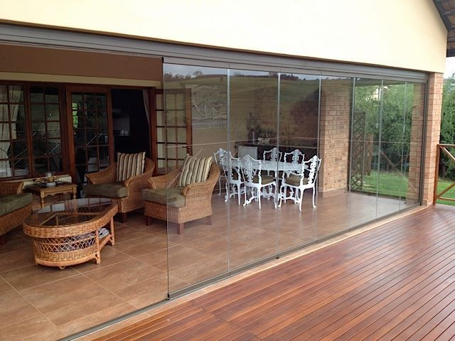 Perfect for outdoor living and entertaining. The @sunflexsa frameless glass sliding doors lets you control the elements without obstructing your view. Maximise your entertaining space today!