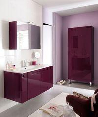 Une salle de bain au gout des adultes et des enfants avec un cote design et coloré.