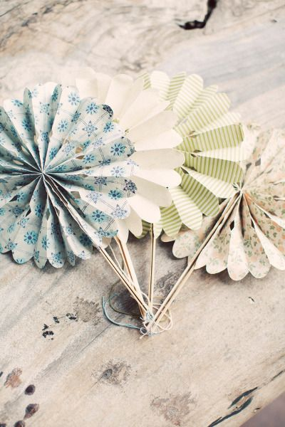 Pretty paper fans for your wedding guests.Crafts Ideas, Wedding Favors, Paper Flower, Pinwheels, Floral Event Design, Paper Fans, Diy, Erika Gerdemark, Floral Events Design