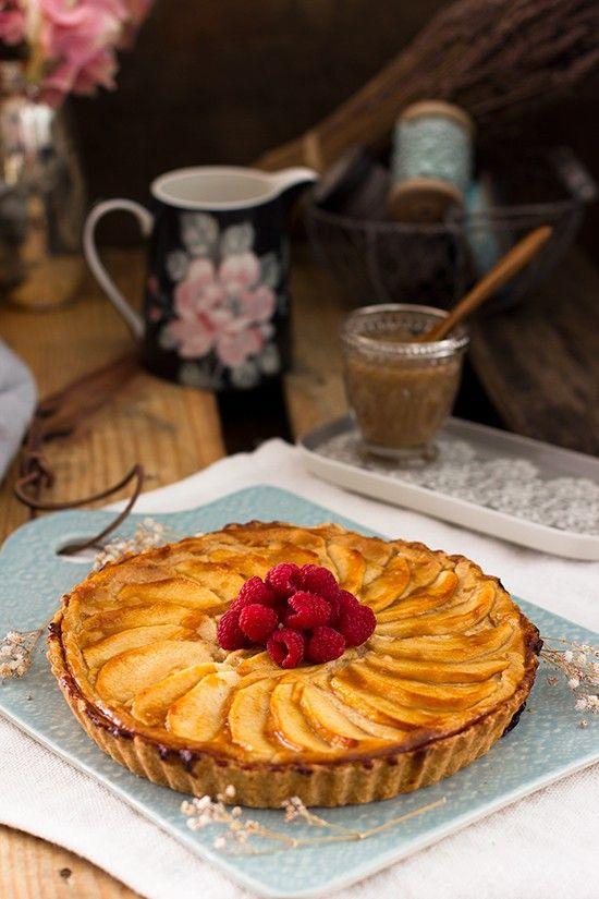 La mejor tarta de manzana y crema pastelera del mundo, fácil y rápida. Aprende mi receta estrella.