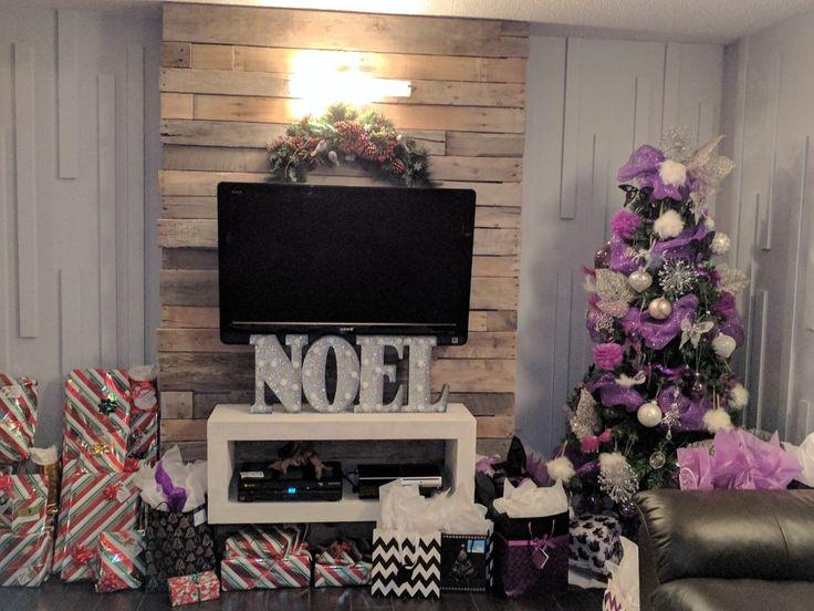 Mur en bois de palette, Noël, sapin, cadeaux
