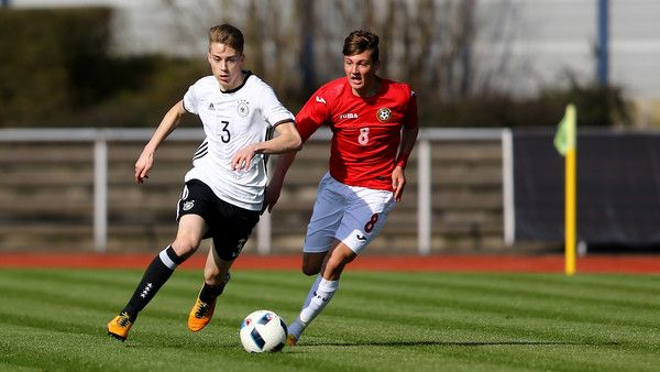 Gian-Luca Itter Photos Photos - Ivan Tilev of Bulgaria (R) challenges Gian-Luca Itter of Germany during the U17 Euro Qualification match between Germany and Bulgaria at Stadium Ratingen on March 26, 2016 in Ratingen, Germany. - U17 Germany v U17 Bulgaria - U17 Euro Qualifier