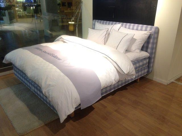 Łóżko kontynentalne Luxuria Special Edition 2015  Materac wierzchni; BJX Luxury Rozmiar: 180x210 cm Twardość: miękkie/średnie Tkanina: Kratka Ocean Blue Cena: 41 900 zł (katalogowo 54 790 zł)
