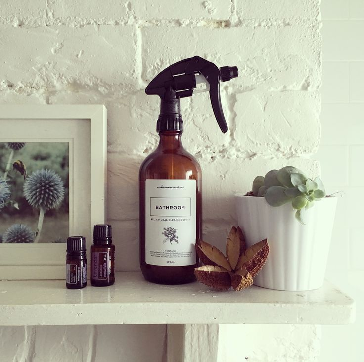 This is the archimedes.and.me All Natural Bathroom cleaner with the highest quality trigger spray available. Products can be purchased from etsy: https://www.etsy.com/au/shop/archimedesandMe   #homemade #amberglass #triggerspray #spraybottle #amberbottle #allnatural #aromatherapy #countrystyle #bathroom #diy #essentialoils #dresser #archimedesandme #allnaturalcleaning #allnatural #plantbased
