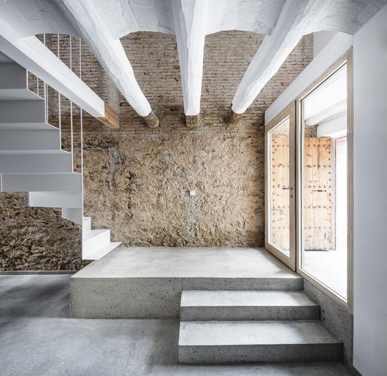 Rehabilitación de una casa entre medianeras en Sant Feliu de Llobregat / DataAE: