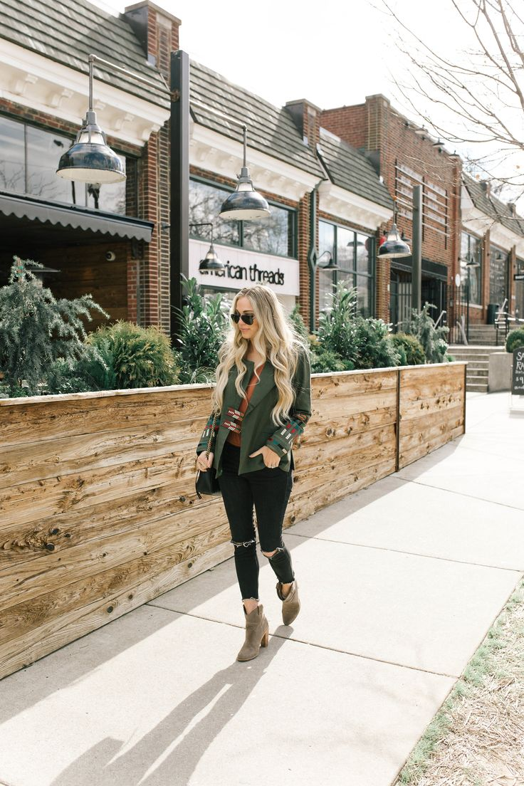 How to wear a military jacket | Spring transition outfit ideas | Nashville Fashion | Nashville Style