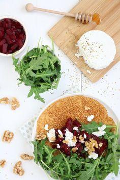 Zoete aardappel pannenkoek met rode biet en geitenkaas - Mind Your Feed #sweetpotato #pancake #beet