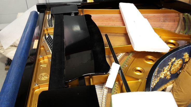 Il #pianoforte decorato di pietre preziose