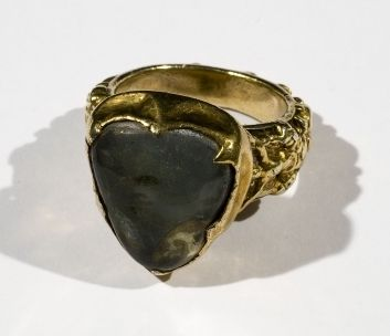 Large ring worn by William of Wykeham, c.15th century (crystal & gold)