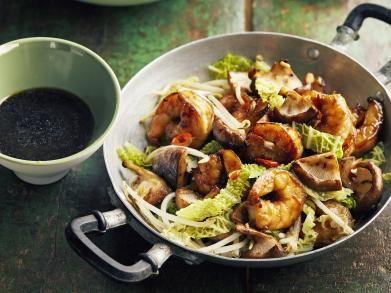 Sloof je vanavond eens uit in de keuken met deze heerlijke oosterse maaltijd. Zelfgemaakte teriyakisaus geeft net dat beetje extra en is helemaal niet zo moeilijk. Dit heb je nodig voor 4 personen: 4 el rijstwijn 2 el sojasaus 4 el suiker 1 el sesamolie 1 teen knoflook 500 g scampi's 150 g shiitakes 1 …