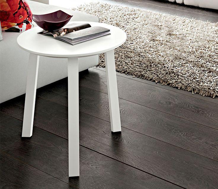 GIOIA Tris - Speciale tavolino da salotto in legno con finiture bianco o tortora, dal design Made in Italy, con gambe in legno massiccio e piano in MDF laccato.      GIOIA Tris Coffee Table        #madeinitaly #design #furniture