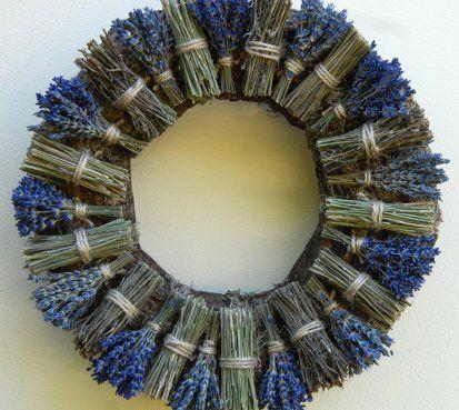 lavender wreath Levandulový věnec ze snopečků