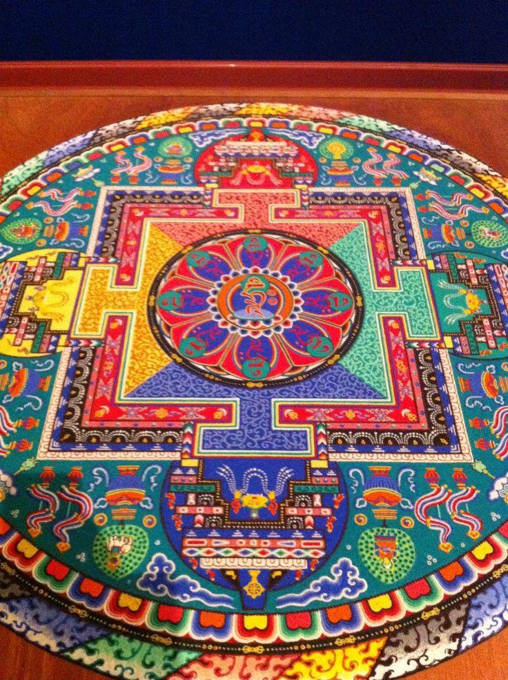 TIBETAN SAND MANDALA.......SOURCE BING IMAGES.......Au cours des dernières années, cependant, avec une attention accrue accordée aux philosophies et les pratiques ésotériques de l'Orient, une grande partie de la connaissance de mandalas, secret jusqu'à présent, est devenu disponible.