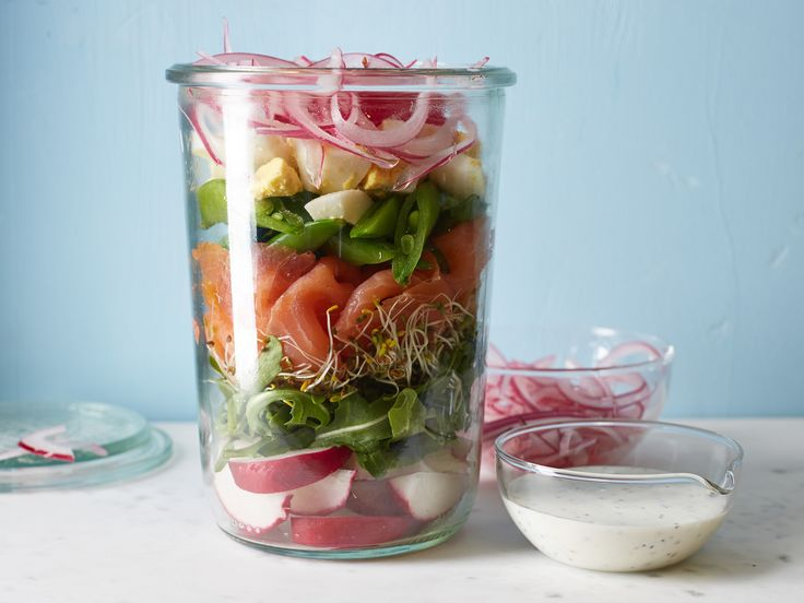 Get this all-star, easy-to-follow Smoked Salmon and Sugar Snap Pea Salad-in-a-Jar recipe from Food Network Kitchen