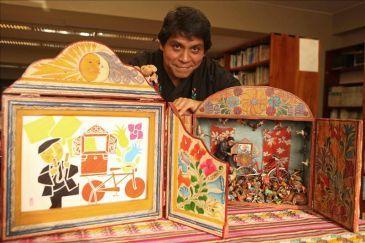 El tradicional teatro de papel japonés es narrado en Perú al estilo andino