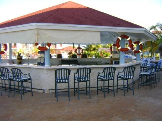 Memories Azul Beach Resort: Pool Bar