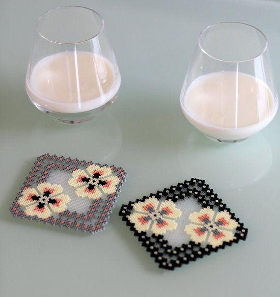 2 dessous de verre PERSONNALISABLES crème gris noir par Leminussieu
