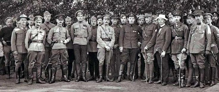 General Dieterichs and allied officers, as well as soldiers of the White Army.