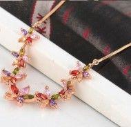 Colier cu floricele din cristalehttp://www.bijuteriifrumoase.ro/cumpara/colier-cu-floricele-din-cristale-1414