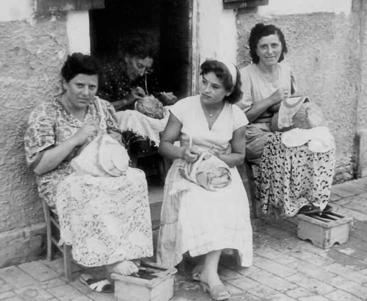 Italian Vintage Photographs ~ Martina Vidal Venezia (creating lace at home in Venice)