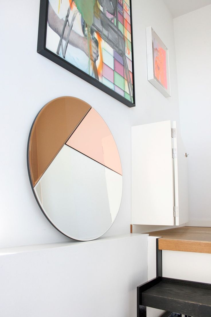 NOUVEAU 70 The Nouveau 70/80/90 round mirror serie unites elegance with simplicity and is characterised by its geometric color detailing. The mirrors, which comes in three different sizes with different color combinations has references to the 1980's time period but is able to add personality to every contemporary setting and enrich the decoration, whether it is a bedroom, bathroom, hallway or a dressing room.