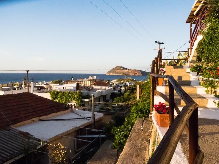 Kreeta, Plataniaksen yläkylästä saa herkullisen kreikkalaisen ruoan lisäksi huikeat maisemat.