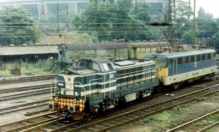 Az M40 212-es együtt a V43 1312-essel Budapest-Keleti pályaudvaron 1981. június 24-én (fotó: Nagy Imre)