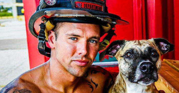Los bomberos de Charleston realizaron un calendario con perros para recaudar fondos y promover la toma de conciencia hacia el maltrato animal.