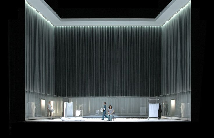 Erwartung Schoenberg Opéra de Hamburg Scénographie et costumes Alain Lagarde Mise en scène Matthew Jocelyn