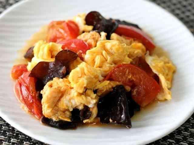 トマトと卵ときくらげの炒め物の画像