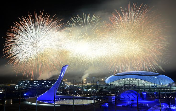 Artificii explodează la finalul ceremoniei de închidere a Jocurilor Olimpice de Iarnă, in Soci, Rusia, duminică, 23 februarie 2014. (  Alexander Nemenov / AFP  ) - See more at: http://zoom.mediafax.ro/sport/soci-2014-partea-ii-12137972#sthash.cpZ4Mi5L.dpuf