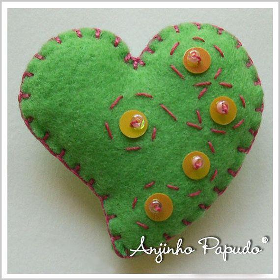 Be my Valentine. Green Heart Brooch. by anjinhopapudoshop on Etsy.