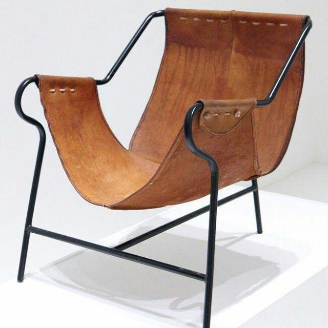 Cadeira De Três Pés Por Lina Bo Bardi.