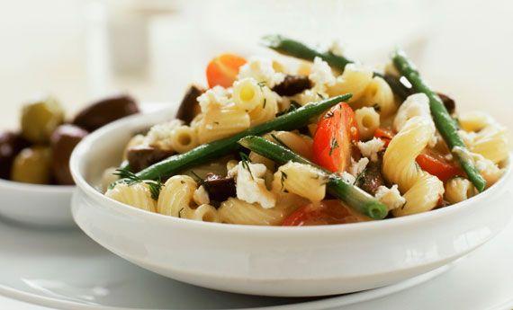 Pasta fredda con fagiolini, feta e olive nere | Cambio cuoco