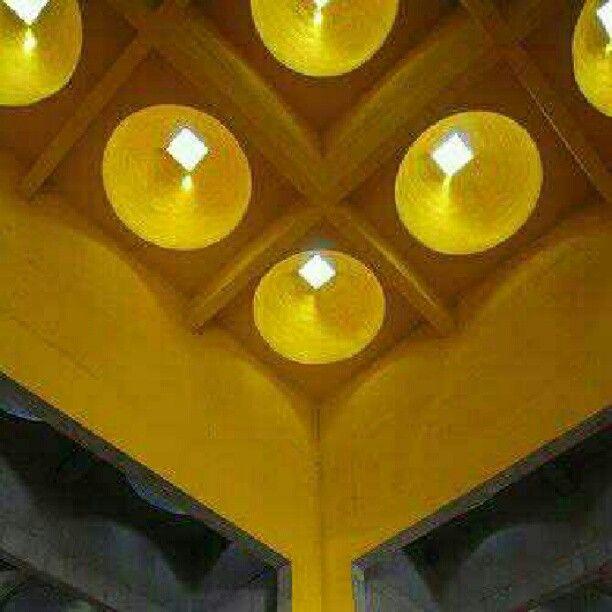 Catedral Metropolitana de Manágua, em Manágua, Nicarágua. Projeto do arquiteto Ricardo Legorreta. #architecture #arts #arquitetura #arte #interiores #interior #decor #design #decoração #lighting #luzetrancendencia #projetocompartilhar #shareproject
