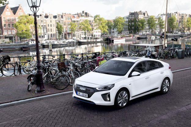 Hyundai IONIQ kolekcjoner nagród #HyundaiIONIQ #Hyundai #IONIQ @hyundai_poland https://www.moj-samochod.pl/Nowosci-motoryzacyjne/Hyundai-IONIQ-z-kolejna-nagroda