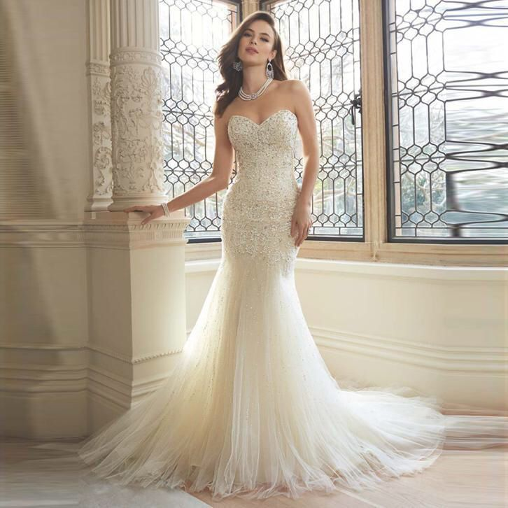 415 best Bruidsjurken van kant images on Pinterest