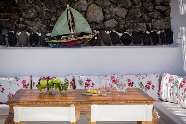 Green Windmill Villa is totally independent, equipped with a private pool, jacuzzi tubes, terrace, flower garden, private entrance, parking space. It is the ideal resort for honeymoon couples, group of friends, as well as perfectly safe for families with children.