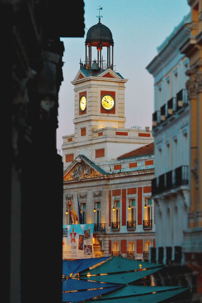 Real Casa de Correos (en la actualidad es la sede de la Presidencia de la Comunidad de Madrid)