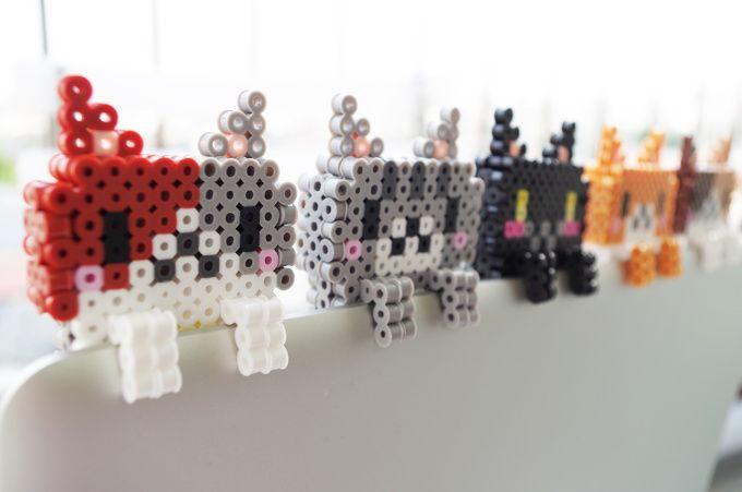 34 perler beads cats.
