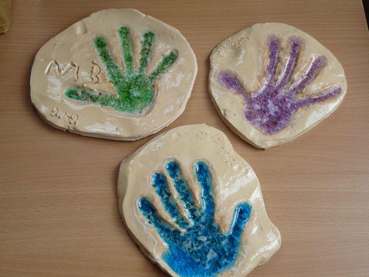 Keramika se sklem-otisk dětské ruky